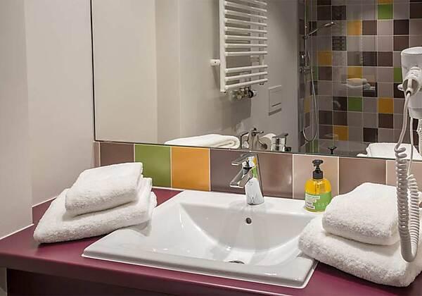 Badezimmer im Explorer Hotel