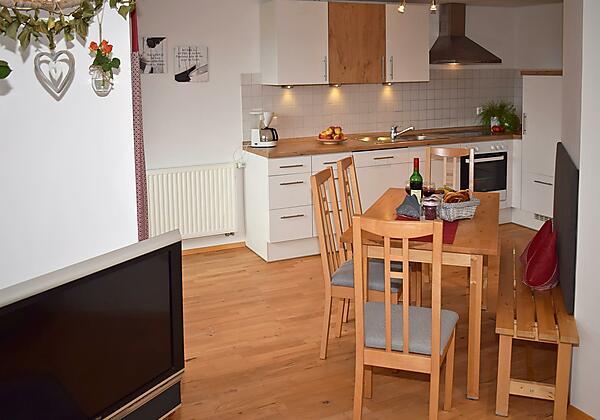 Unsere gemütliche Wohnküche in der Abendsonne