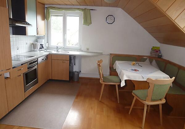 P1050072 Küchenzeile mit Essplatz