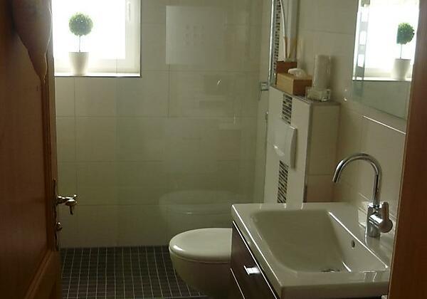 Neues Bad mit begehbarer Dusche