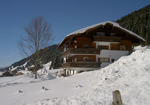 Haus im Winterkleid