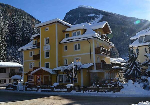 Hausfoto-Winter-Pension-Gabriele-Badgastein