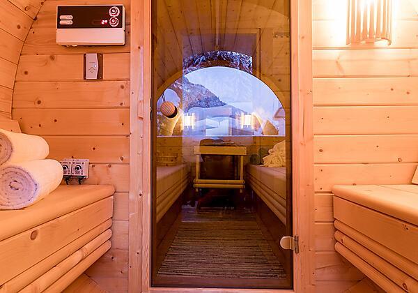Kartnaller_FeWo1_Wohnbereich_mit_Couch