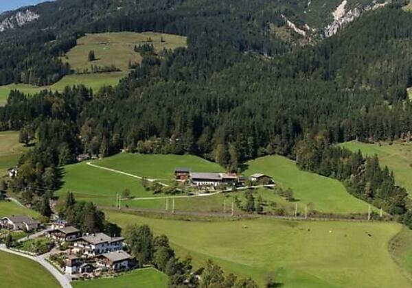 Haus mit Bergen
