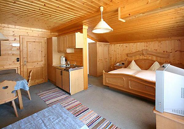 Der Wohn- und Schlafraum vom Appartement 23 im Hotel Gasthof Siggen
