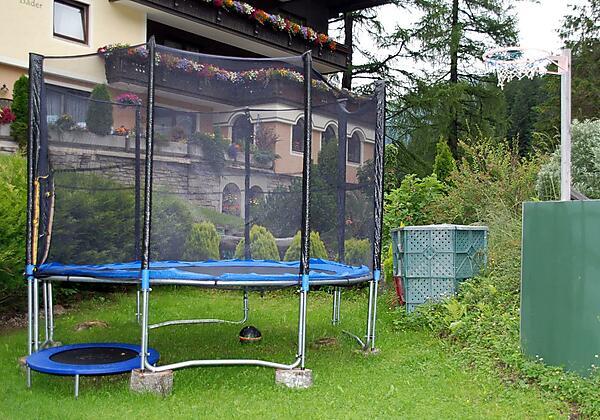Gästehaus-Golker-Bad-Gastein-Spielplatz-Sommer