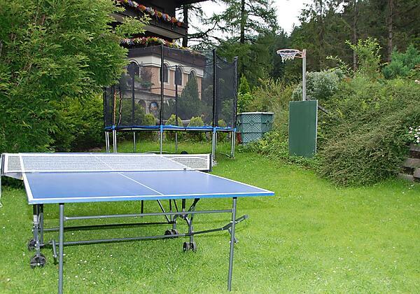 Gästehaus-Golker-Bad-Gastein-Tischtennis-Garten