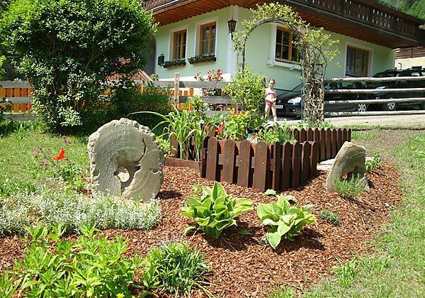 Appartement-Gruberbauer-Bad-Gastein-Garten2