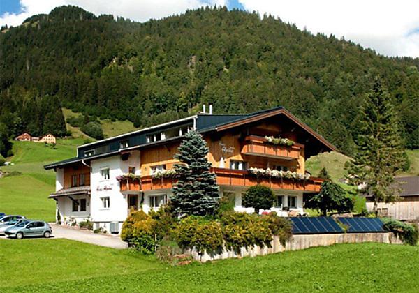 Winteransicht vom Haus Alpina in Au