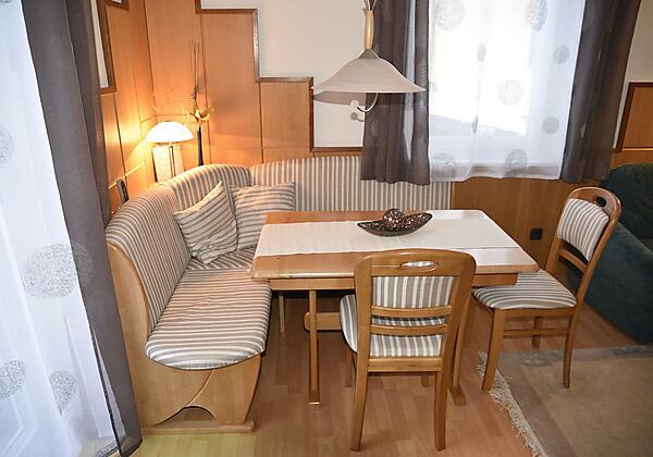 Appartement mit Essecke und Balkon