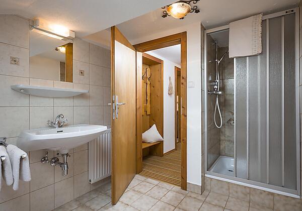 Badezimmer Appartement Bergblick