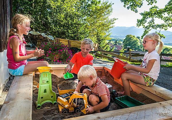 Haus Sonnenhalde mit Steinbruch und Weinberghöhe
