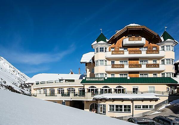 Hotelansicht Winter