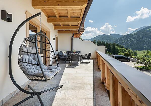 Söll_Hotel_AlpenSchlössl_Garten_WilderKaiser