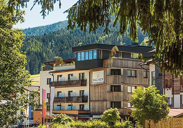 Hotel Bacher Nordost Ansicht