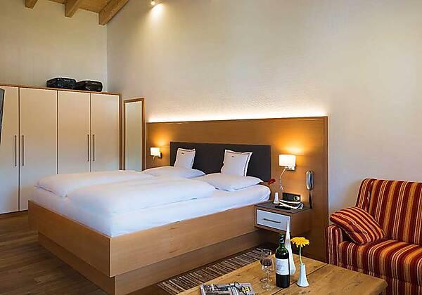 Wohnbereich der Junior-Suite Edelweiss 2 im Hotel Bellevue in Riezlern
