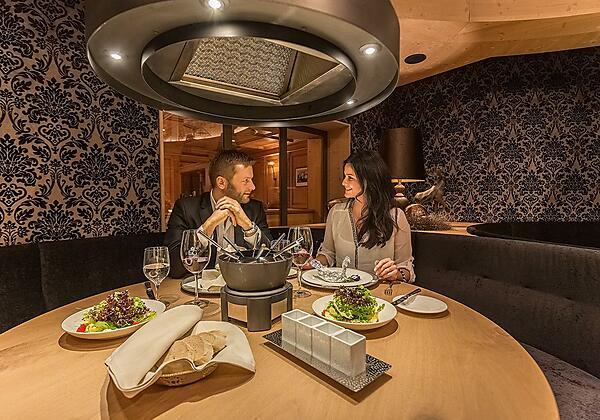 Fondue Spezialitäten Restaurant Hotel Edelweiss &