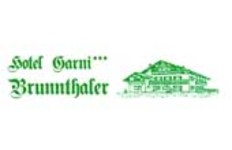 Blick auf das Hotel Garni Brunnthaler in Garmisch-Partenkirchen im Winter