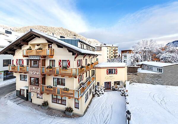 Hotel Glasererhaus Winteransicht_1