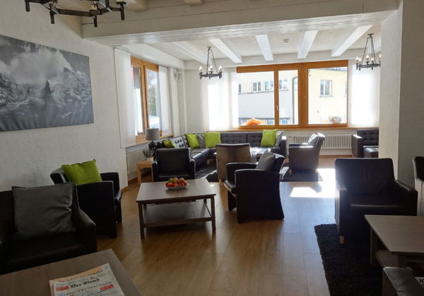Der gemütliche Aufenthaltsbereich im Hotel Jungfrau in Mürren