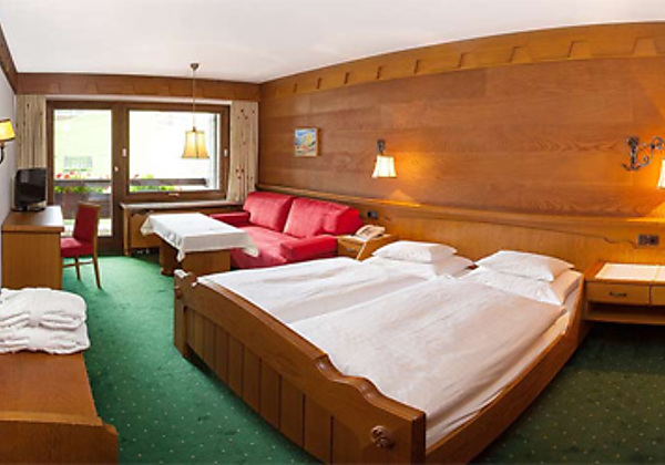 Ein Doppelzimmer Typ A im Hotel Madrisa in Gargellen