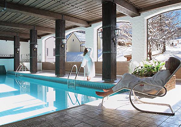Das Wohnzimmer von der Suite im Hotel Madrisa in Gargellen