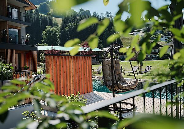 Naturbadeteich_Garten_SPA_Hotel_MorgenZeit_BedBrun