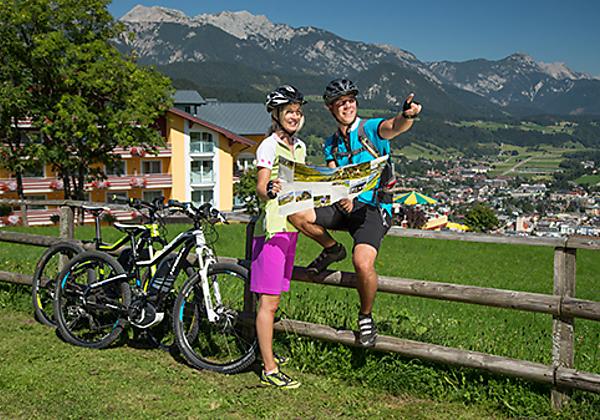 Panorama-Speisesaal mit Blick auf Dachstein und Schladming im Hotel Schütterhof