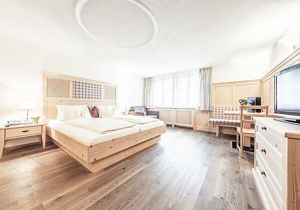 Doppelzimmer mit Naturholz
