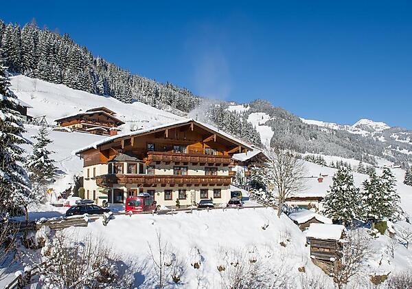 Hotel-Sonnhof-Grossarl-Haus-Winter