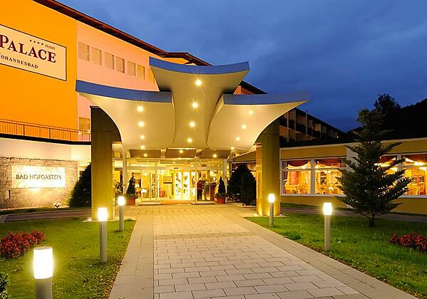 Johannesbad-Hotel-Palace-Bad-Hofgastein-Eingang