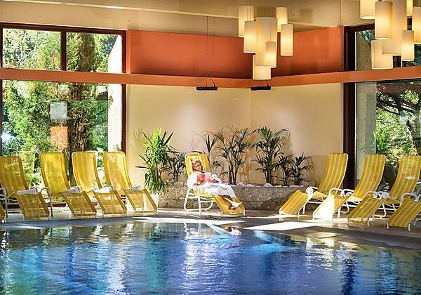 Johannesbad-Hotel-Palace-Bad-Hofgastein-Pool-min