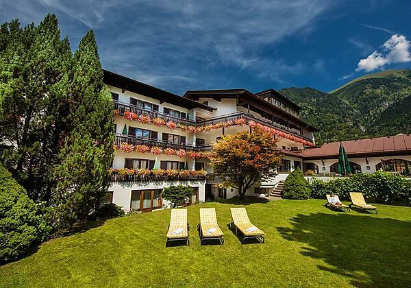 Johannesbad-Hotel-St.Georg-Bad-Hofgastein-Garten-m