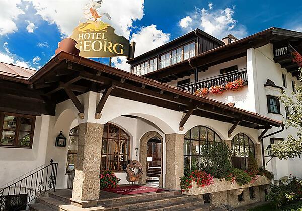 Johannesbad-Hotel-St.Georg-Bad-Hofgastein-Haus-min