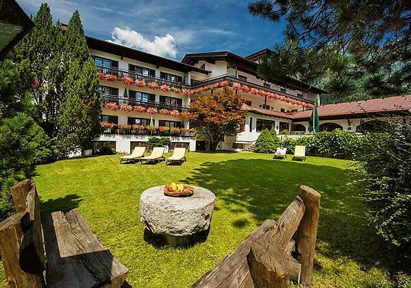 Johannesbad-Hotel-St.Georg-Bad-Hofgastein-Garten1