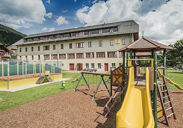 spielplatz-kletterburg-trampolin-jufa-hotel-lungau