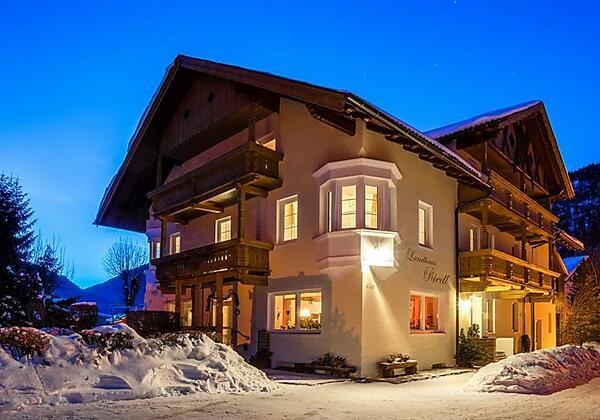 Hausansicht Winter Abend