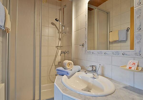 Zimmer 12 Badezimmer
