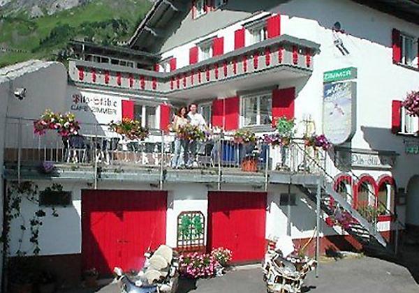 Winterliche Außenansicht der Pension Haus Flexen in Stuben am Arlberg