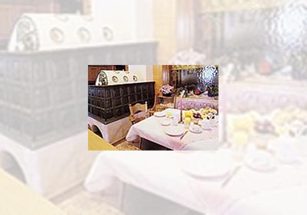 Gedeckter Tisch im Restaurant der Pension In der Mauer in St. Jakob im Defereggental
