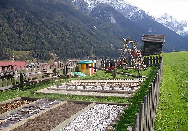 Roasnhof Barfussbereich und Spielplatz