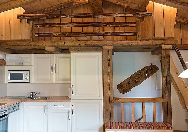 Almhütte_ Wohnraum mit Küche_Rosenhof_ Alpbach