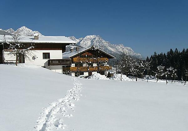 Haus Winter mit Winterlandschaft