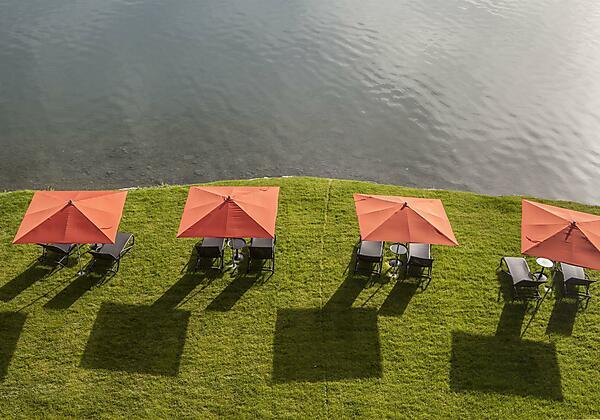Hotelgarten mit Badestrand