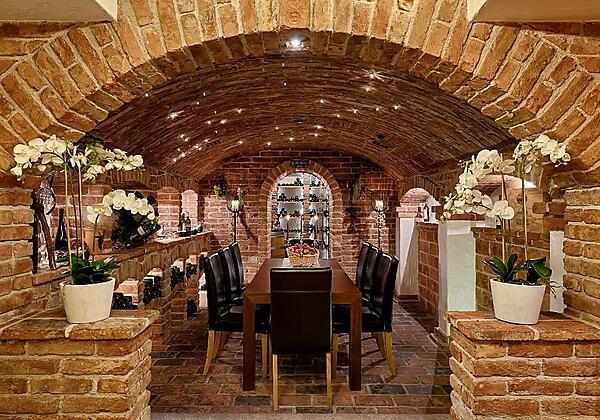 Pulverer Weinkeller mit Vinothek
