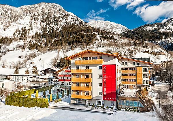 Impuls-Hotel-Tirol-Außenpool