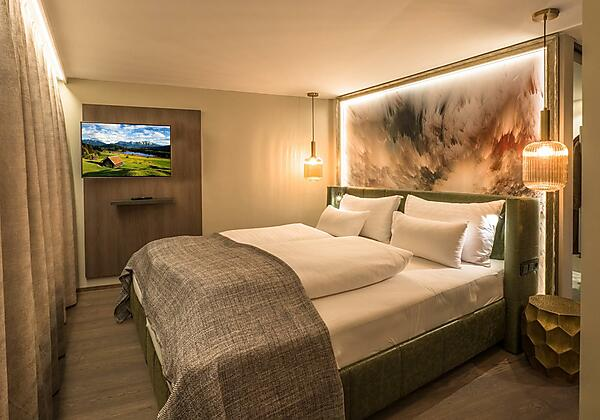 3617 Hotel Vier_Aussen Stp_01 Abend_05