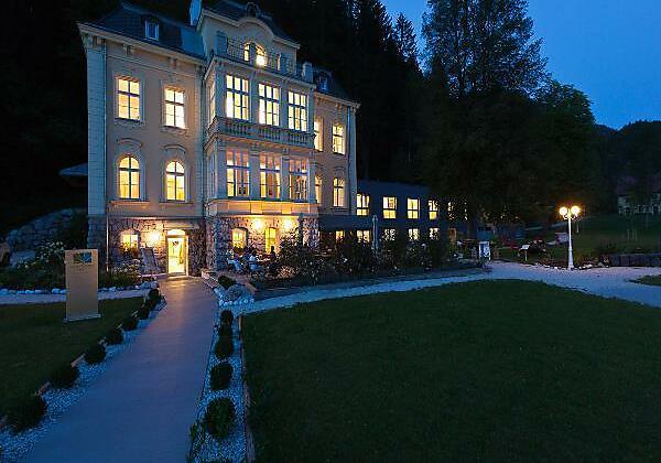 Villa Sonnwend bei Dämmerung