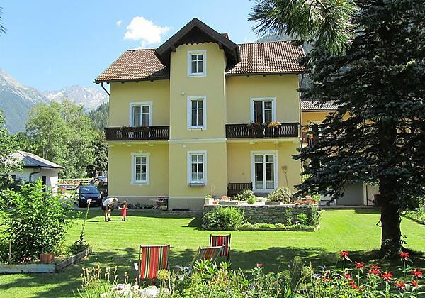 Villa Talheim im Sommer