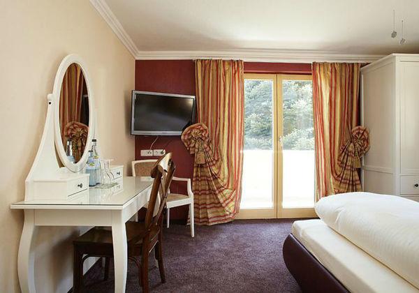 18611_Vintage-Hotel Charivari_SH